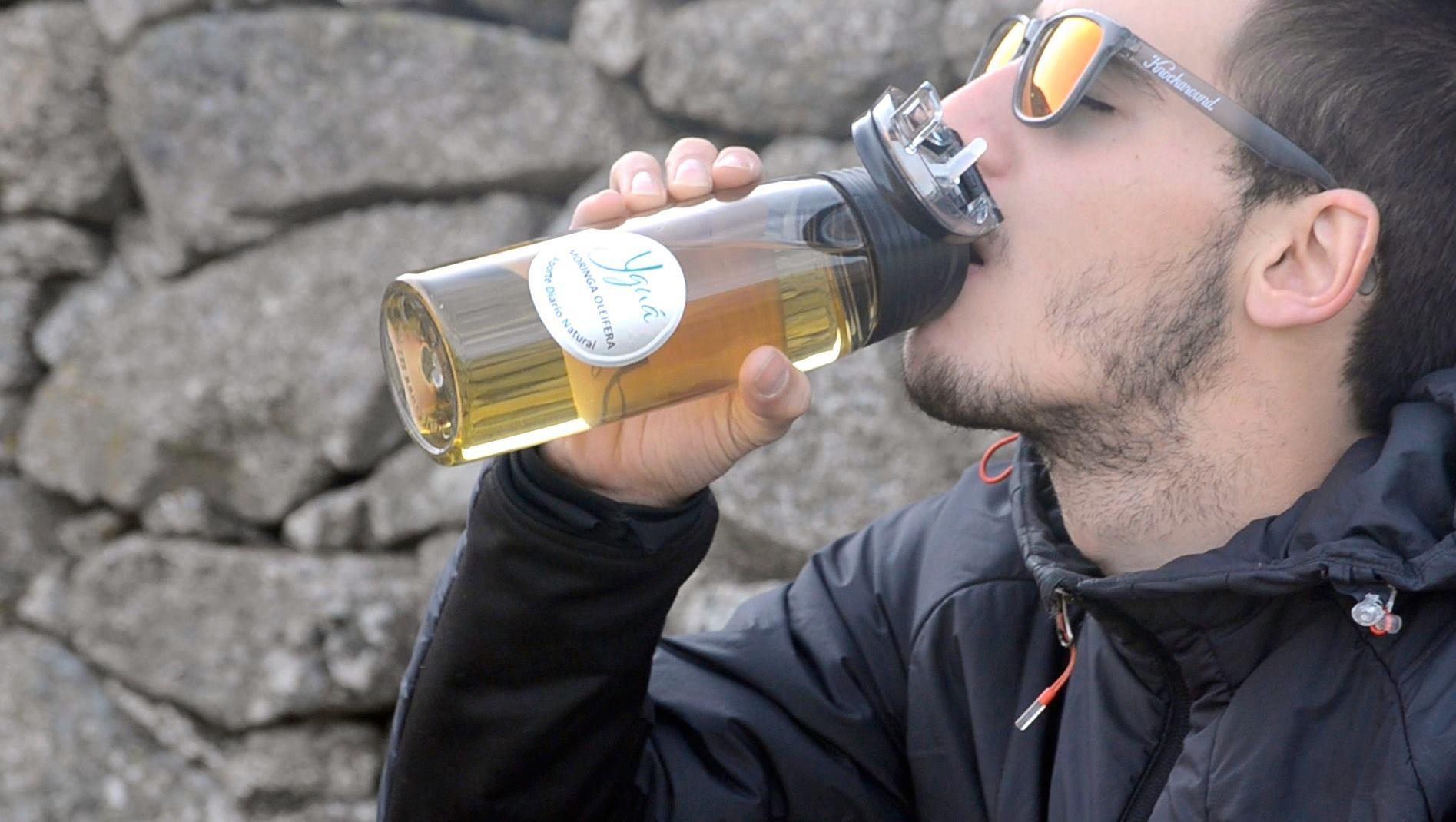 El hábito de beber Yguá en el día a día permite una hidratación y una nutrición continuas.