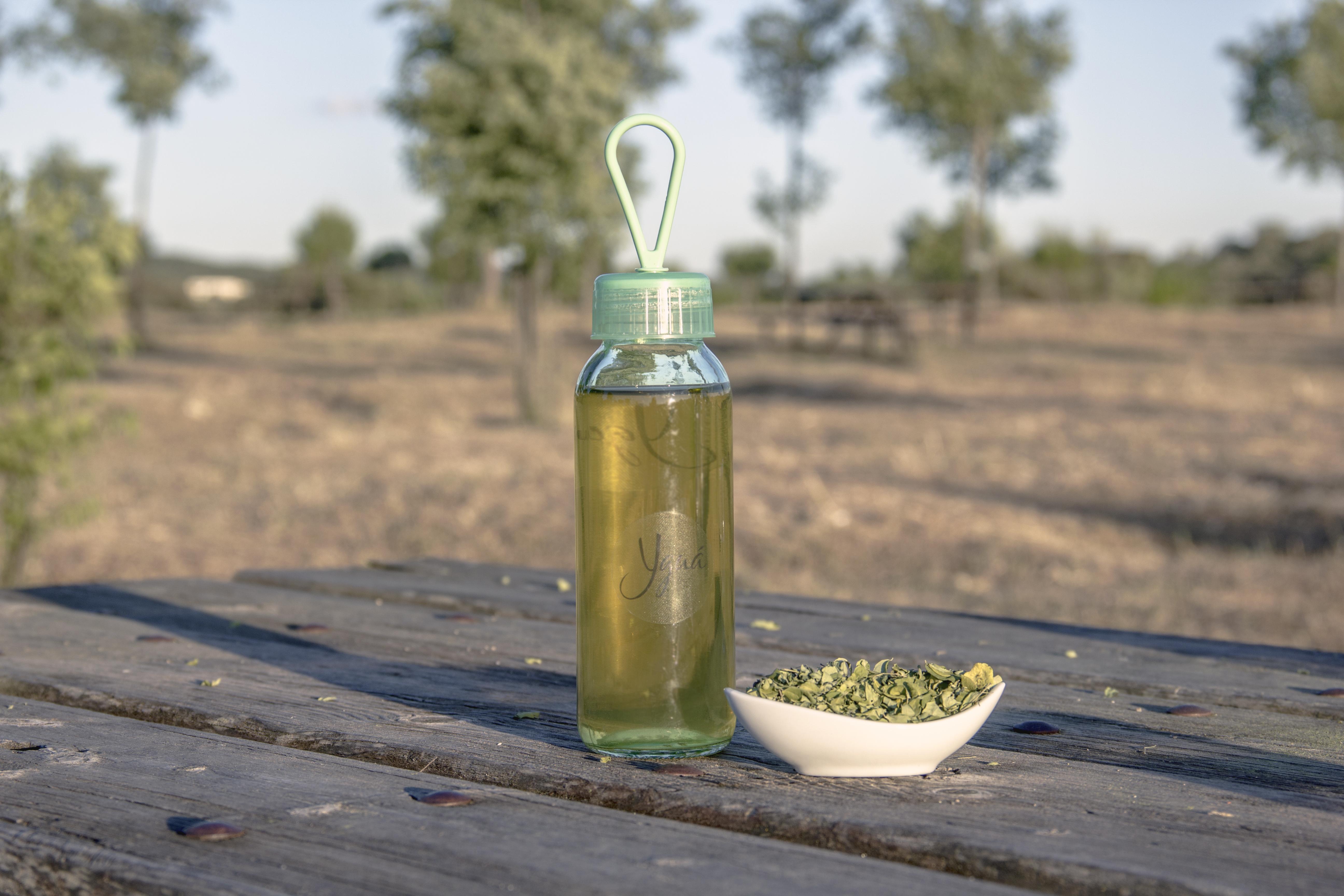 Macerar en frío la Moringa es una forma de mantener todos sus micronutrientes, algunos de los cuales pueden ser sensibles al calor.