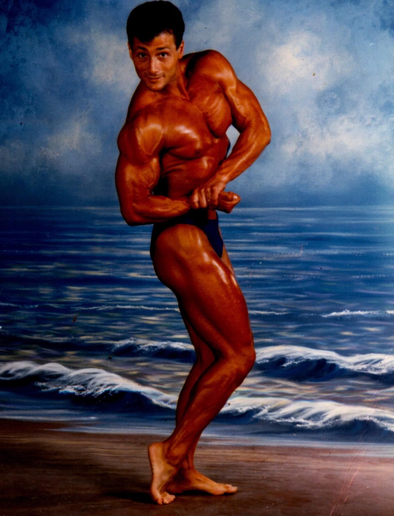Elías, durante su época como fisioculturista 100% natural.