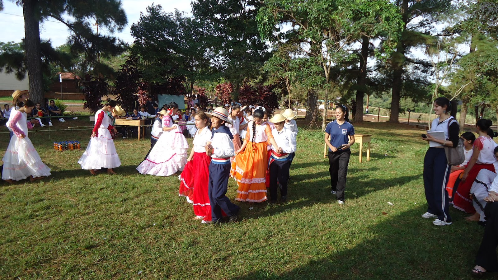 Durante la víspera de San Juan Ára se realizan múltiples actividades populares.