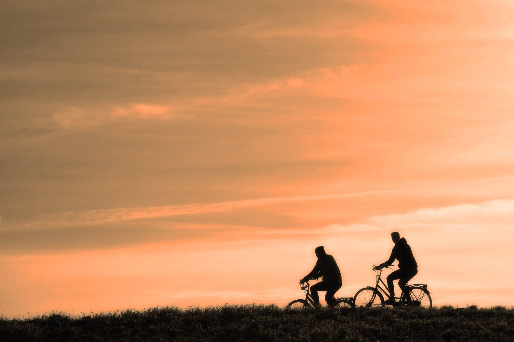 Incrementar la actividad física es una manera sostenible de consumir las calorías que ingerimos.
